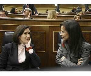 Ángeles González-Sinde y Beatriz Corredor en una sesión previa en el Congreso de los Diputados
