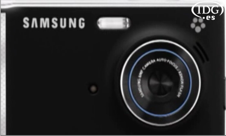 Samsung lanza, junto a Helena Christensen, su móvil Memoir