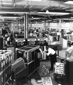 Sistema de proceso de datos IBM 1401. Los lenguajes de programación para la serie 1400 incluían Cobol