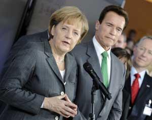 Angela Merkel y Arnold Schwarzenegger en la inauguración de CeBIT 2009