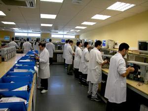 Fabricados en una cadena de montaje propia, los clónicos cuentan con el apoyo de primeras marcas