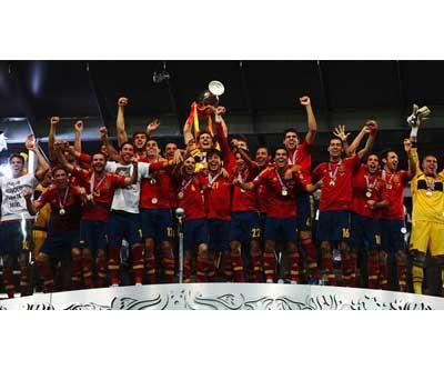 Casillas levanta la Copa Eurocopa 2012