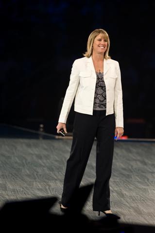 Allison Watson, vicepresidenta corporativa de Worldwide Partner and Small Business Groups